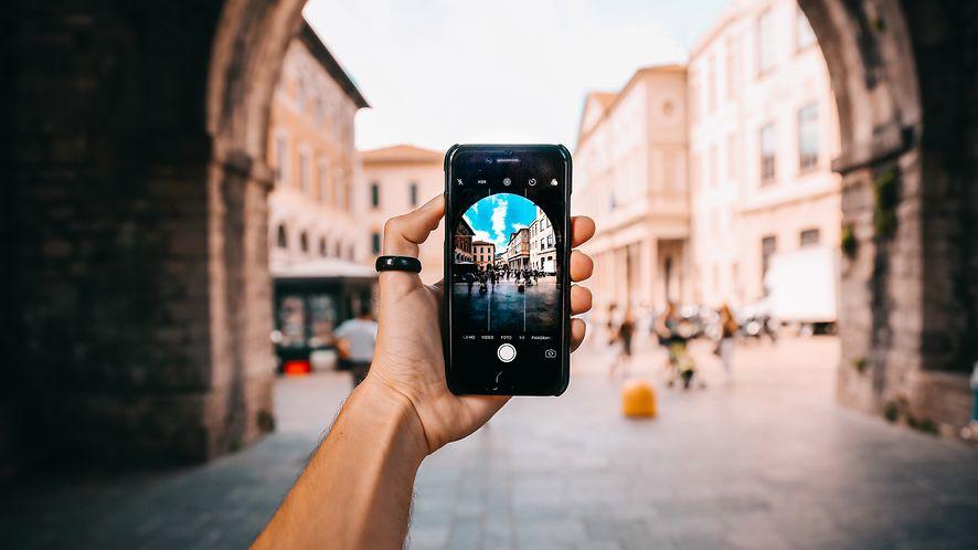 Sztuczna inteligencja coraz lepsza w retuszu zdjęć: na tapecie łatwe usuwanie szumu