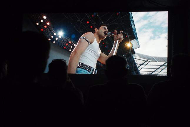 Obraz z JVC DLA-RS3000 i dźwięk przygotowany przez Cinematic.pl spowodował opad szczęki