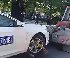 Będzie mandacik. Auto TVP odholowane sprzed Sejmu