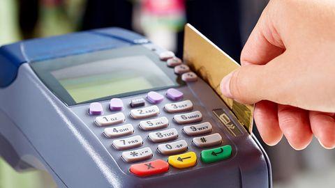 Google wie, co kupujesz poza internetem – źródłem informacji są dane z kart płatniczych