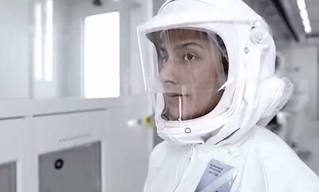 Kadr z pierwszej reklamy Maca z układem Intela