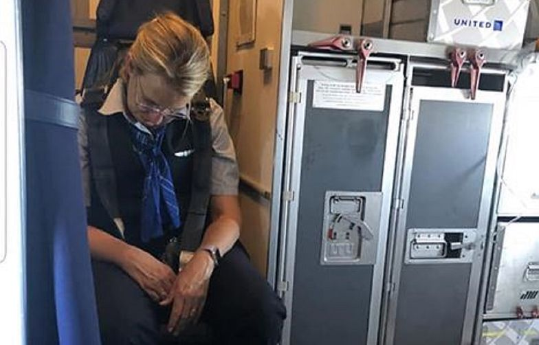 Skandal w samolocie. Bez litości dla stewardessy