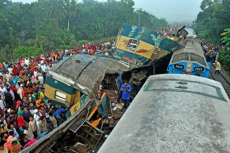 Tragedia w Bangladeszu. Dwa pociągi rozerwane na strzępy, nie żyje 16 osób