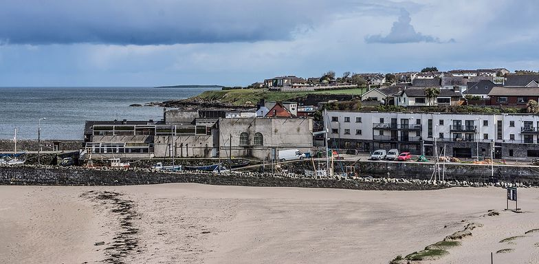 Zwłoki noworodka na plaży w Irlandii. Policja szuka matki