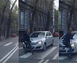 Kierowca celowo nie zatrzymał się przed przejściem dla pieszych? Sami zobaczcie i oceńcie