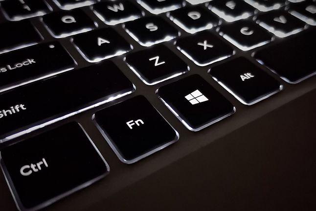 """Skróty klawiszowe w Windows 10 – większość ciekawych zaczyna się od klawisza """"Win"""", fot. Oskar Ziomek."""