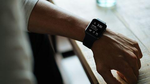 Twój Apple Watch drenuje baterię? Wydano watchOS 7.0.2 likwidujący problem