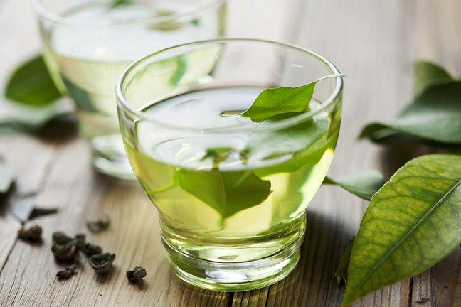 Pij zieloną herbatę