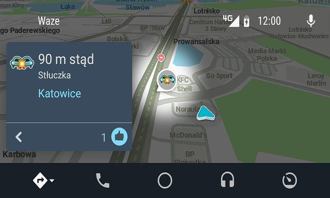 Wypadek w Waze: czytelne wyróżnienie na mapie i informacja o odległości.