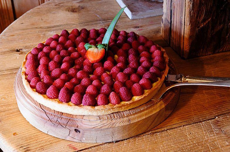 Pyszna tarta z malinami. Idealny letni deser