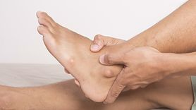 Objawy wysokiego cholesterolu widoczne na nogach (WIDEO)