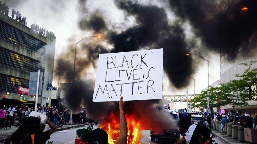 Black Lives Matter - Google pozbawiło prawicowy portal reklam, fot. Elijah Nouvelage/Getty Images