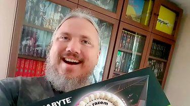 Czekał na RTX-a tak długo, że wysłał do sklepu tort rocznicowy. I dostał kartę!