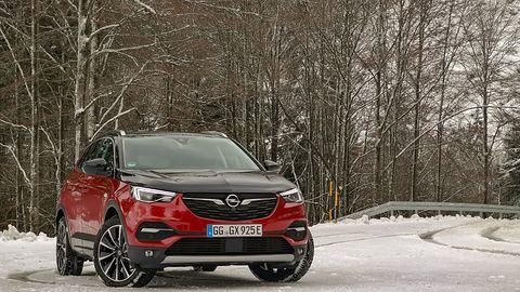 Opel Grandland X Hybrid4: napęd hybrydowy i systemy wspomagające