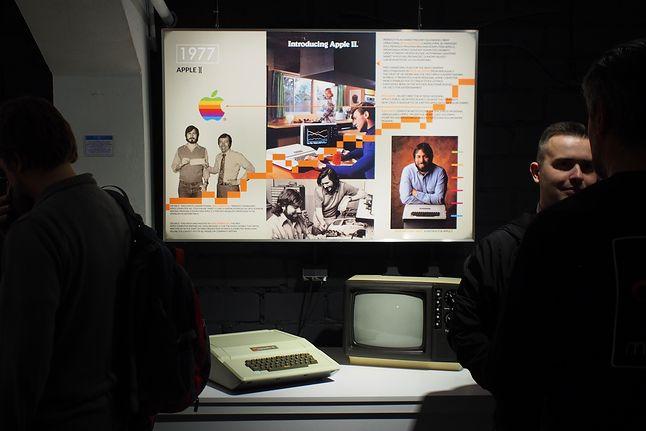 Nie tylko Apple-1 - tu Apple II, najstarszy komputer w kolekcji. Reszta jeszcze niewystawiona.