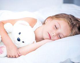 Nie pozwól dziecku spać na miękkim łóżku!