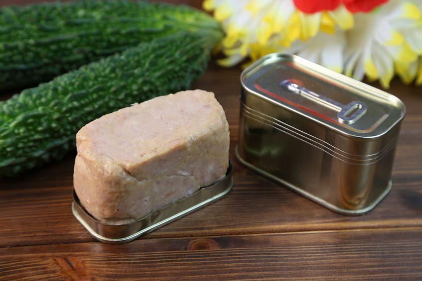 123rf.com Żywność o przedłużonej trwałości zawdzięcza świeżość zawartym konserwantom