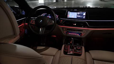 BMW 750i xDrive: Systemy wsparcia kierowcy, Night Vision, zdalne sterowanie i audio Bowers & Wilkins