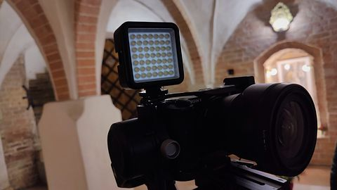 Lampki doświetlające Natec ALFAMA LED LIGHT i LED COLOR do aparatów oraz kamer