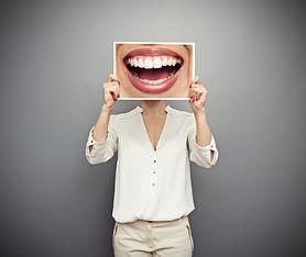 Jak pogodzić białe zęby i zdrowe szkliwo? Poznaj skuteczne sposoby