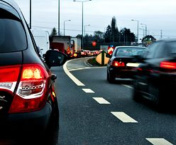 Korki na drogach. Polacy jadą na długi weekend. Które drogi lepiej omijać?