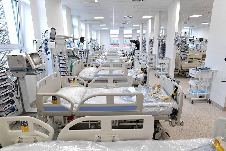 Koronawirus w Polsce. Duży skok zakażeń i zgonów w Święto Trzech Króli