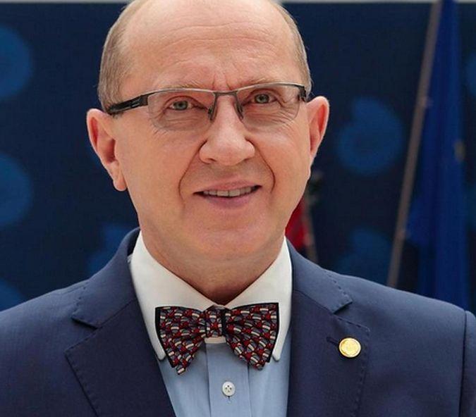 Prof. Skarżyński jest otolaryngologiem i foniatrą