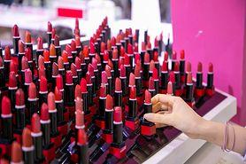 Według najnowszych badań stosowanie kolorowych kosmetyków może powodować raka