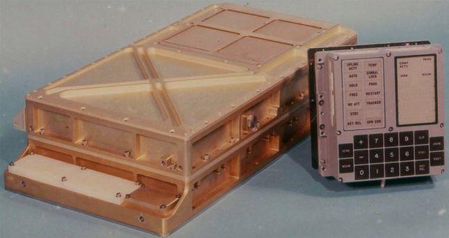 Apollo Guidance Computer z dedykowanym interfejsem