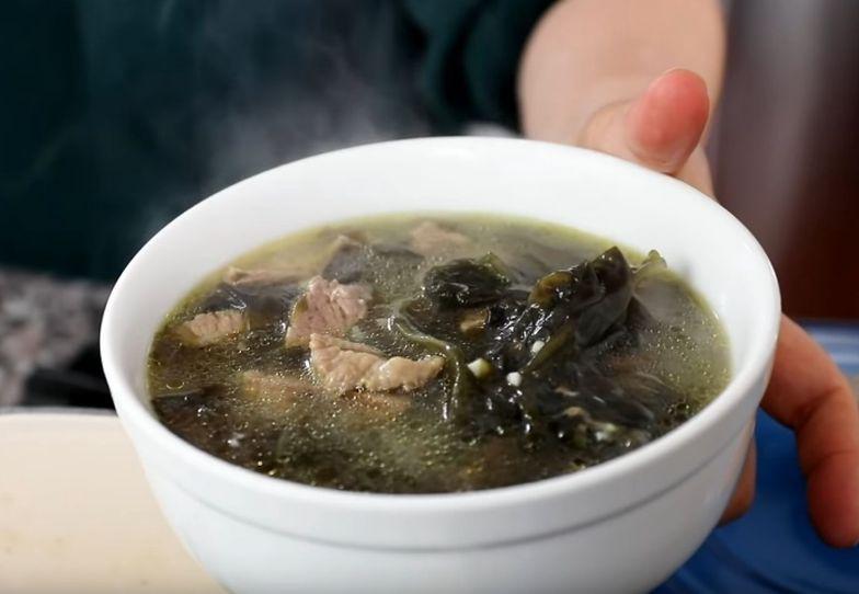"""""""Konserwuje urodę"""". Przepis na słynną zupę z Azji, która """"zatrzymuje czas"""""""