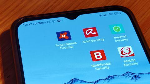 Polacy nie zabezpieczają smartfonów. Większość nawet nie wie, że została zhakowana