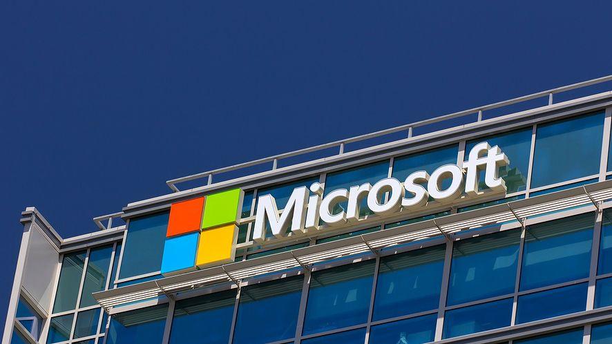 Biurowiec z logo firmy Microsoft z depositphotos