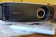 Recenzja BenQ W1700 - świetnego projektora 4K DLP w technologii HDR. I to w bardzo dobrej cenie!