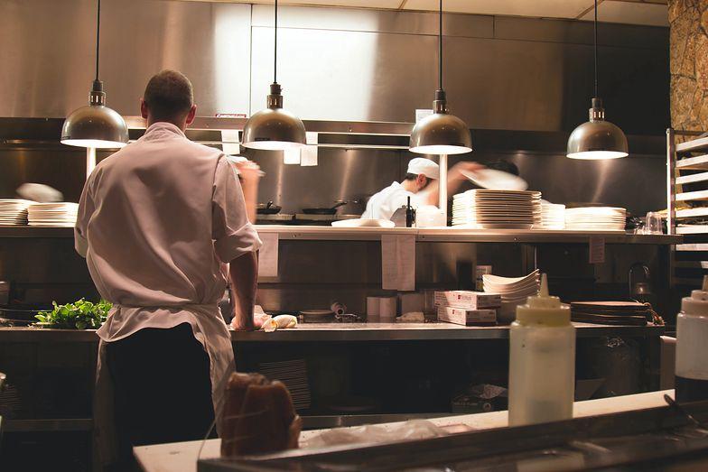 Gastronomia na kolanach. Tysiące Polaków straci pracę