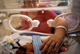 Urodziła bliźniaki podczas śpiączki. Kobieta nie może się pogodzić z tym, że nie pamięta narodzin własnych córek