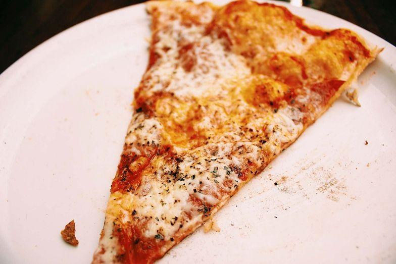 Przepis na nowojorską pizzę. Włosi robią ją inaczej. Pomysł na pyszny obiad