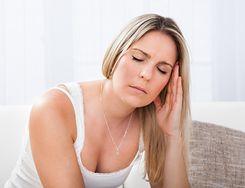 Po czym poznać, że cierpisz na migrenę? Celebryci, którzy się z nią zmagają