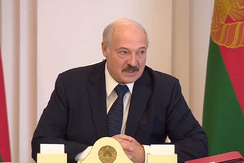 Aleksander Łukaszenka, prezydent Białorusi, zalecił picie wódki i chodzenie do sauny. Wszystko to ma pomóc w walce z koronawirusem.