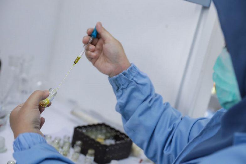 Czy koronawirus przenosi się drogą płciową? Naukowcy przeprowadzili badania, które dają zaskakujące wyniki