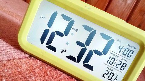 Zegarki elektroniczne odzyskały 6 minut. Teraz niektóre trzeba cofnąć