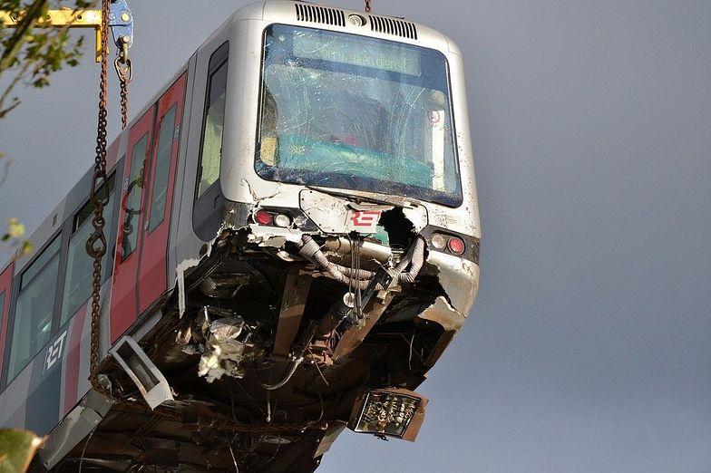 Kołbaskowo. Wypadek pociągu i ciężarówki. Wykoleiły się dwa wagony