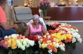 Mąż zaskoczył chorą żonę. Podarował jej 500 róż