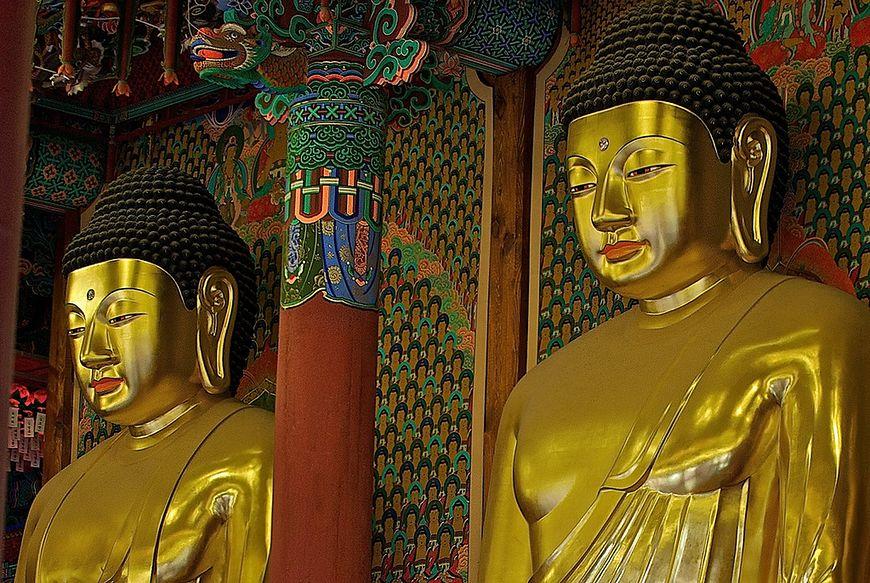 Buddyjskie posągi