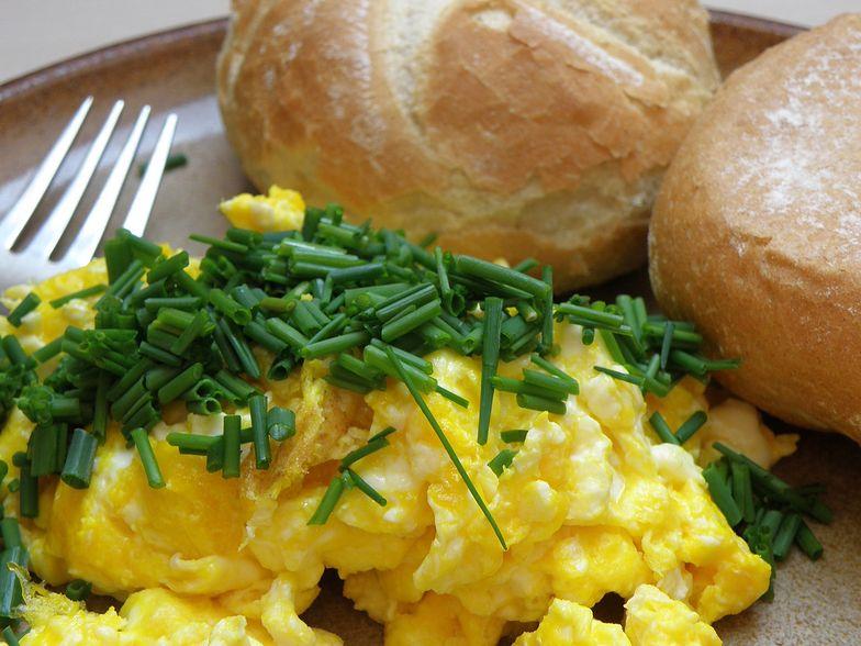 Tak robią jajecznicę w najdroższych restauracjach. W przepisie jest jeden trik