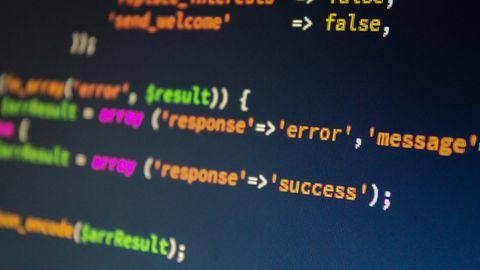 Jaki język programowania wybrać? Python wyprzedził Javę, JavaScript wciąż liderem
