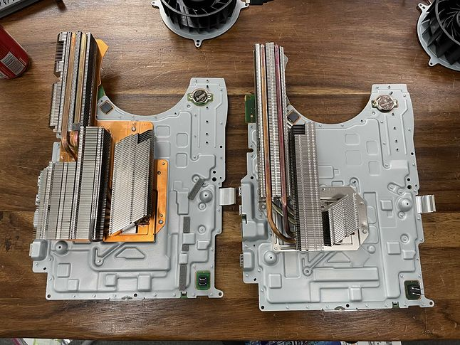 Układy chłodzenia nowego i starego modelu PS5