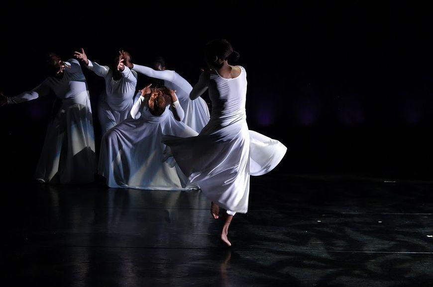 Taniec współczesny - występ