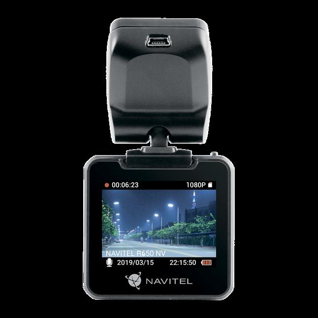 NAVITEL R650 NV – widok od strony kierowcy.