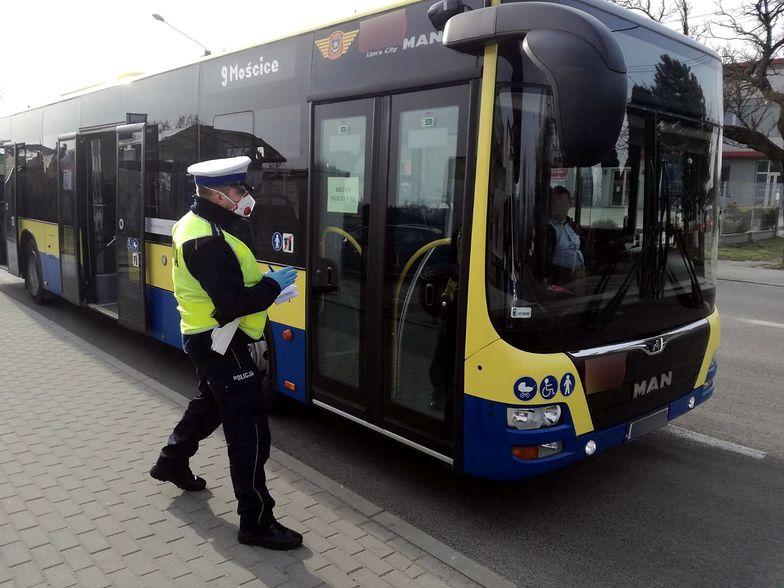 Kary za brak maseczki w tramwaju i autobusie są ogromne. Ruszyły kontrole