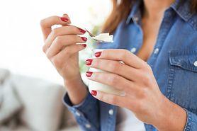 Jogurty probiotyczne mogą szkodzić jelitom. Nowe badania